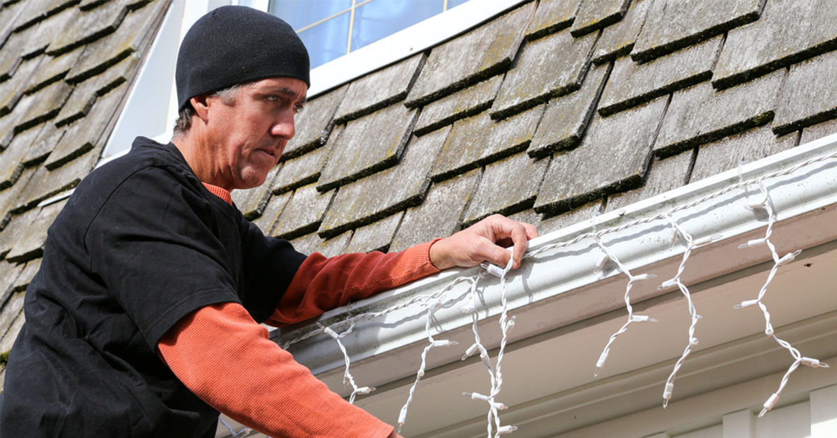 How to Hang Christmas Lights Outside Your Home the Right Way